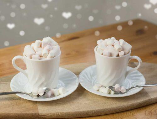 Latte macchiato z piankami marshmallow